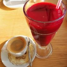 Sok z granatu i kawa